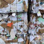 Il cerchio virtuoso della carta riciclata: aiuta il Pianeta e fa risparmiare i cittadini